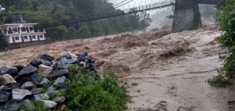 उत्तराखंड में बारिश ने मचाई तबाही,8 लोगों की मौत तो पिथौरागढ़ में बहा पुल