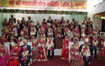 खुशी के आंसू और लाल चुनरिया ओढ़े विदा हुई 28 बेटियां