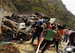 देवप्रयाग के पास यात्रियों की बस पलटी, दो की मौत; चार गंभीर घायल