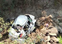 कार दुर्घटना में महिला की मौत छह बच्चों सहित 10 हुए घायल