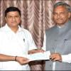 सांसद बलूनी ने राजकीय अनाथालय के लिये दिया एक लाख रु का चेक