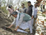 रिस्पना नदी के पुनर्जीवन के लिए मुख्यमंत्री ने पौधरोपण के लिए गड्ढे खोद कर की अभियान की शुरुआत