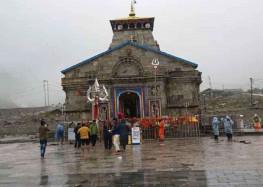केदारनाथ मंदिर परिसर सहित मार्ग में लगाए जा रहे पहाड़ी शैली के पठाल
