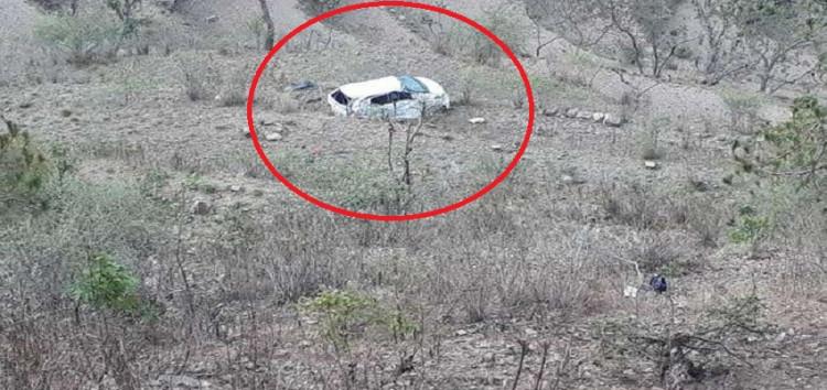 अनियंत्रित कार के खेतों में गिरने से फार्मासिस्ट की मौत और  चार हुए घायल