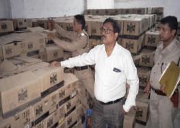आबकारी विभाग की टीम ने छापे में दो करोड़ की पकड़ी शराब