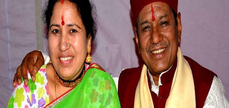 लोकगायक नेगी दम्पति के वैवाहिक जीवन के 37 वर्ष पर उन्हें भेंट की गयी गीतांजलि