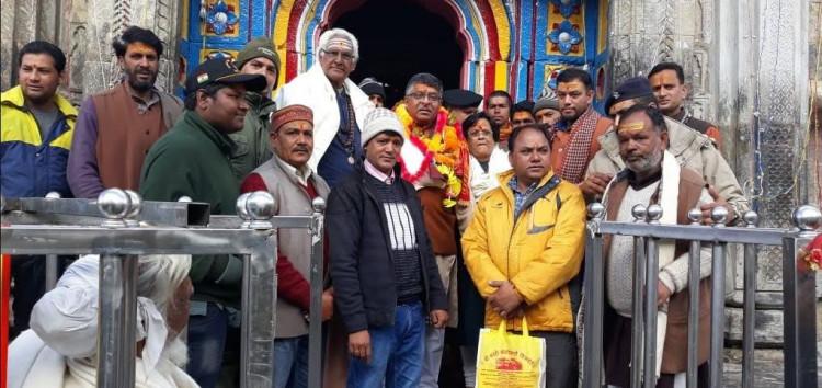 केन्द्रीय मंत्री रवि शंकर प्रसाद ने सपरिवारकिये केदार बाबा के दर्शन
