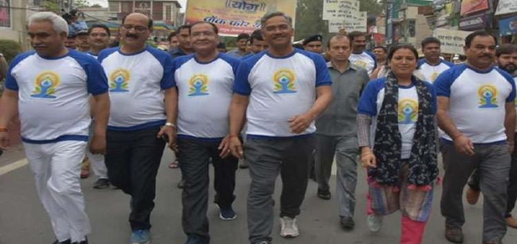 वॉक फॉर योग: पूरी सरकार ने अधिकारियों के साथ लगाई दौड़