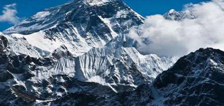 पुलिस पर्वतारोहियों द्वारा एवरेस्ट पर तिरंगा फहराने वाला पहला राज्य बना उत्तराखंड